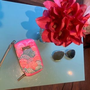Lilly Pulitzer wristlet (NWOT)